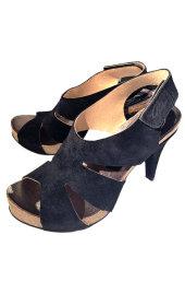 8fdad867e0b1 Penelope 3119. Højhælet sandal i ruskind med rå kanter og blød korkbund