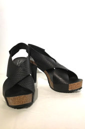 16a9571bef47 4067. Høj sandal i reptilpræget råt skind med blød korkbund.